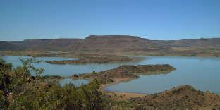 Le Vanderkloof Dam,lac artificiel dans le Grand Karoo, au cœur de « L'Année du Lion» de Deon Meyer.