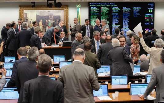 La commission parlementaire brésilienne vote contre l'ouverture d'un procès contre le président Michel Temer.