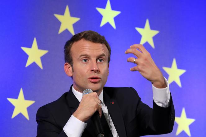 Le drapeau européen a fait son entrée pour la première fois dans l'Hémicycle en 2008 à l'occasion de la présidence française de l'Union européenne, alors que l'Assemblée nationale était présidée par l'UMP Bernard Accoyer.
