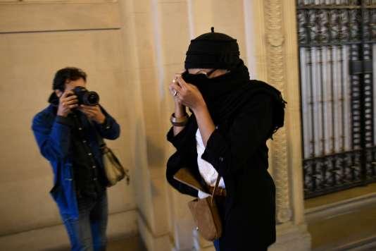 Aïcha, sœur de Mohamed Merah, au palais de justice de Paris, le 16 octobre.