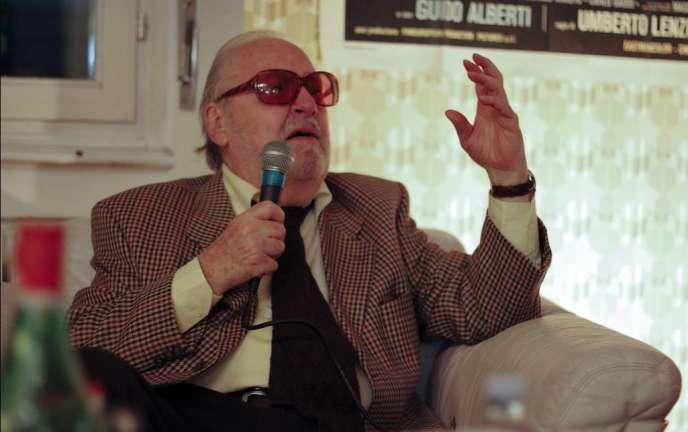Umberto Lenzi est mort à Rome le 19 octobre 2017. Il avait 86 ans.