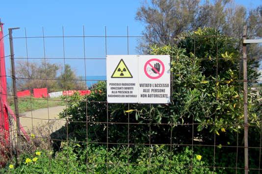 Panneaux d'interdiction d'accès à Crotone en Calabre.