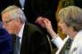 Jean-Claude Juncker, président de la Commission européenne, et Theresa May, première ministre du Royaume-Uniu, à Bruxelles, le 20 octobre.