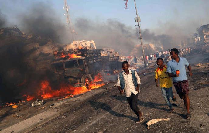 « Le dernier nombre de victimes : 642 (358 morts, 228 blessés, 56 disparus). 122 personnes blessées envoyées par avion en Turquie, au Soudan et au Kenya », a annoncé vendredi le ministresomalien de l'information, après l'attentat-suicide qui a frappé Mogadiscio le 14 octobre.