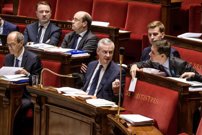 Le député Les Républicains et rapporteur Eric Woerth et Bruno Le Maire, ministre des finances, lors de la séance de débat sur le projet de loi finances du budget 2018 a l'Assemblée nationale.