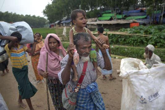 Des Rohingya arrivent au camp de réfugiés de Kutapalong au Bangladesh, le 20 octobre.