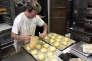 «La France a besoin d'avocats, de codeurs et de professeurs, mais la France a aussi besoin de boulangers, de plombiers et de tourneurs-fraiseurs » (Un apprenti prépare des pâtisseries, dans une boulangerie parisienne, le 20 octobre).