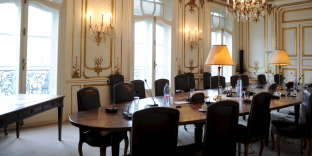 Une salle de la Caisse des dépôts, 56, rue de Lille, à Paris, en 2009.