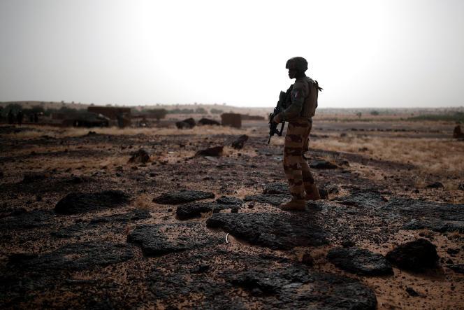 Un soldat français à Inaloglog, au Mali, le 7 octobre.