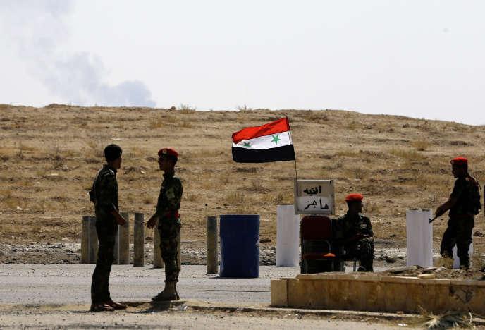 Des militaires syriens à Deir ez-Zor, le 21 septembre.