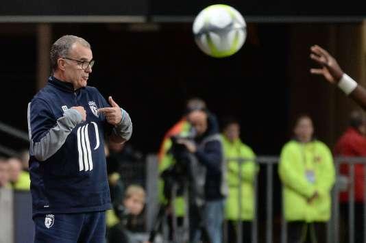 L'entraîneur de Lille Marcelo Bielsa lors du match à Rennes, samedi 21 octobre.