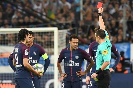 Le Brésilien Neymar expulsé, dimanche 22 octobre, après s'en être pris à un joueur marseillais.