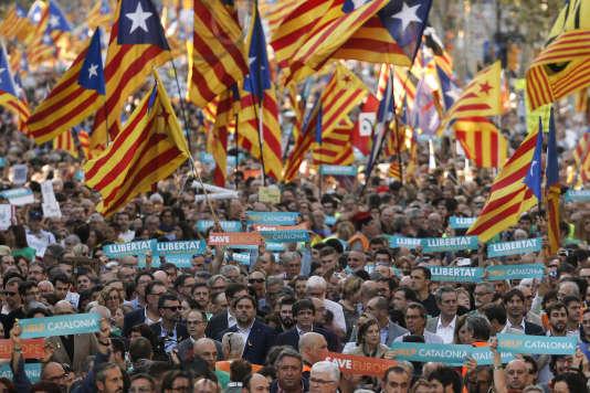 Mobilisation des indépendantistes catalans, dimanche 21octobre, à Barcelone.
