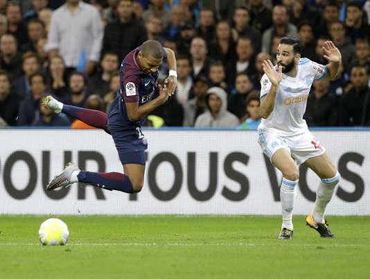 Kylian Mbappé a regretté l'arrosage médiocre de la pelouse du Vélodrome, au terme du match nul concédé face à Marseille, dimanche 22 octobre.