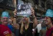 Manifestation de milliers de Catalans venus protester contre la détention pour sédition des « deux Jordis» (Cuixart et Sanchez) par la justice espagnole, le 21 octobre 2017.