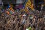 """Manifestation de milliers de catalans venus protester contre la détention pour sédition des """"deux Jordis"""" (Cuixart et Sanchez) par la justice espagnole, le 17 octobre."""