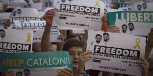 """Manifestation contre la détention pour sédition des """"Deux Jordis"""" par la justice espagnole, à Barcelone, le 21 octobre."""