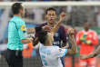 Neymar Jr et Ocampos qui s'écroule, le 22 octobre à Marseille.