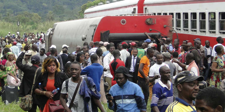 Des rescapés du déraillement de train à Eseka, au Cameroun, le 21octobre 2016.