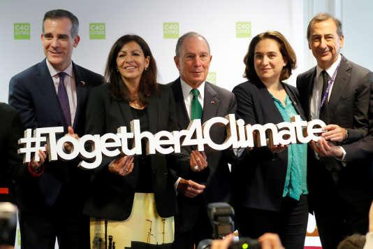 La maire de Paris Anne Hidalgo et, de g. à dr., Eric Garcetti, maire de Los Angeles, Michael Bloomberg, ancien maire de New York, Ada Colau, maire de Barcelone, et Giuseppe Sala, maire de Milan.