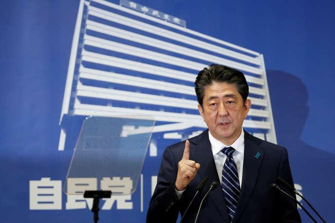 Le premier ministre japonais, Shinzo Abe, en conférence de presse au siège de son parti, le Parti libéral démocrate, à Tokyo, le 23 octobre.