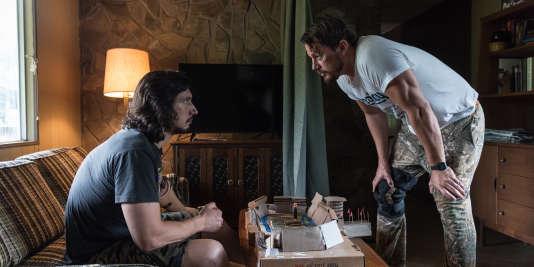 Adam Driver (g) et Channing Tatum dans le film«Logan Lucky».