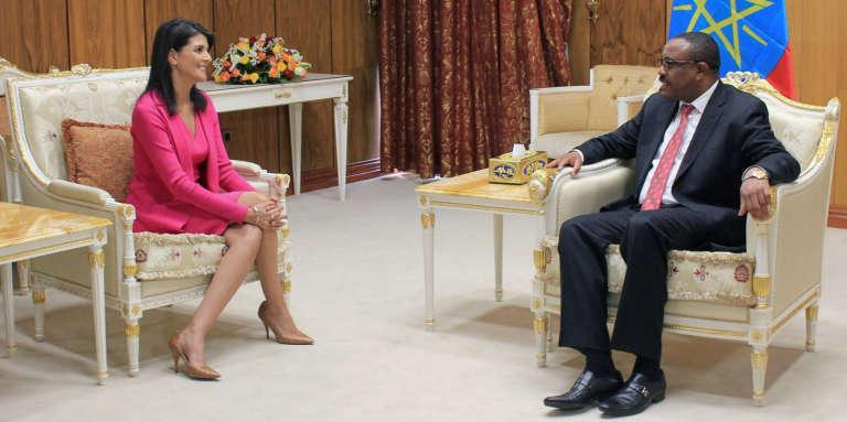 L'ambassadrice américaine aux Nations unies, Nikki Haley, et le premier ministre éthiopien, Hailemariam Desalegn, à Addis-Abeba, en Ethiopie, le 23octobre 2017.