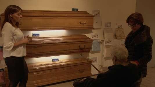 « Dans la famille croque-mort», le choix du cercueil.