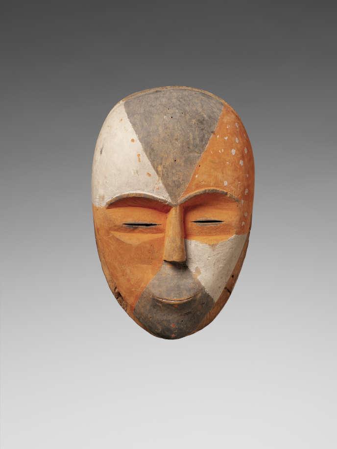 Masque Adouma (Gabon) conservé au musée du Quai-Branly.