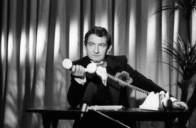 Pierre Desproges dans « La Minute nécessaire de monsieur Cyclopède », au début des années 1980.