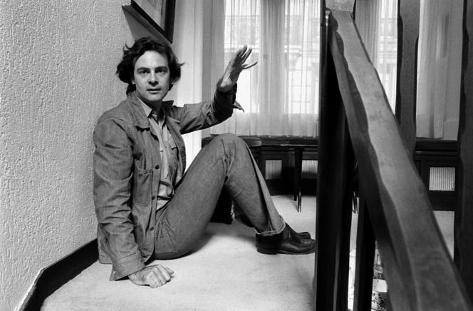 L'écrivain Patrick Modiano, en 1975.