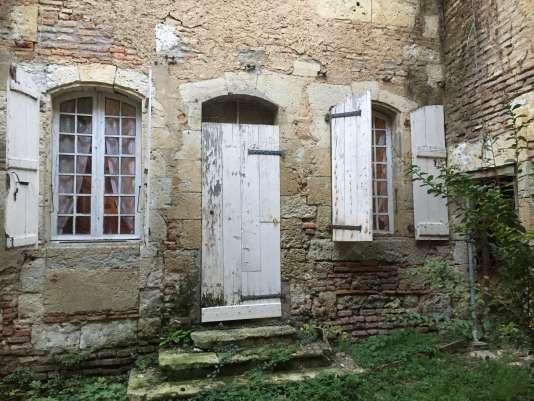 A Fleurance, commune de 6500 habitants, le contrat de réciprocité entre le Pays Portes de Gascogne et Toulouse Métropole prévoit la création d'un fab lab, adossé à une pépinière de start-up dans une demeure ancienne au cœur de la bastide du XIIIe siècle.