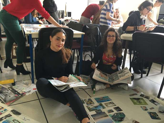 Deux étudiantes du PaRéo préparent leurs posters lors de l'atelier orientation du vendredi 30 septembre.
