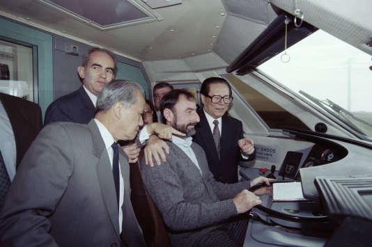 Jiang Zemin dans un TGV lors d'une visite officielle en France, le 11 septembre 1994.