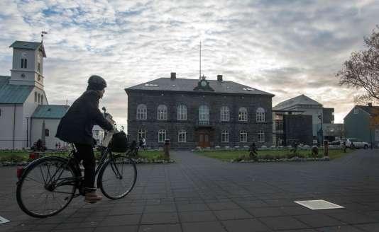 Des élections législatives anticipées se tiennent samedi 28 octobre à Reykjavik.
