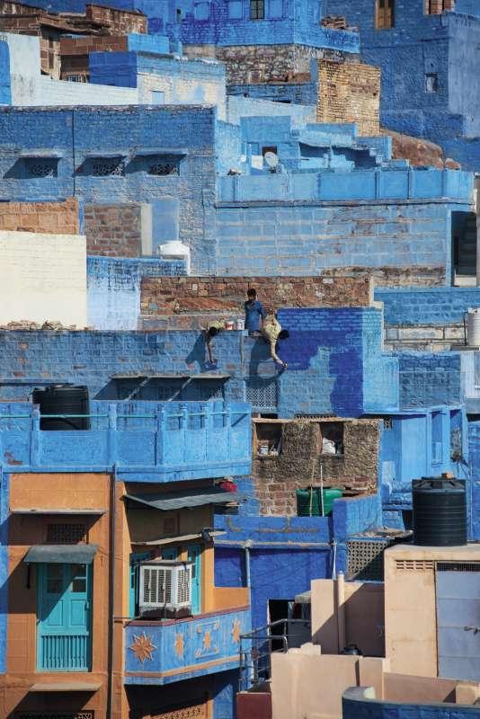 C'est le sulfate de cuivre, mélangé à la chaux, qui donne cette teinte bleue aux habitations et aux murets. Ici à Jodhpur, en Inde.