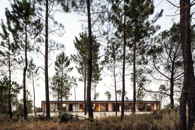 Le modèle Mima House lancé par Mário Sousa et Marta Brandão, deux architectes portugais, a été choisi par Philippe Starck pour sa résidence de Comporta, à une heure de route de Lisbonne.