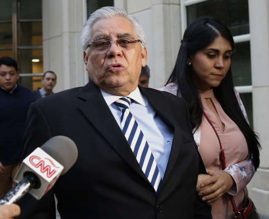 L'ancien responsable de la fédération guatémaltèque de football Hector Trujillo, 63 ans, à sa sortie du tribunal fédéral de Brooklyn, le 25 octobre.