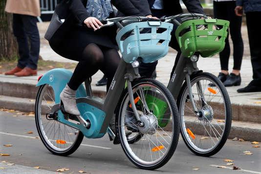 Présentation des vélos en libre-service Smoove à Paris le 25 octobre.