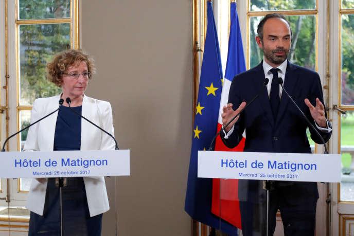 « Les ordonnances Macron flexibilisent le CDD : la durée et le nombre de renouvellement maximal des CDD classiques seront désormais fixés par accord de branche» (Le premier ministre Edouard Philippe et la ministre du travail Muriel Penicaud le 25 octobre à Paris).