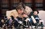 Le 20 octobre, Gloria Allred (à gauche) et sa cliente Heather Kerr dénoncent les pratiques abusives de Harvey Weinstein à Los Angeles.