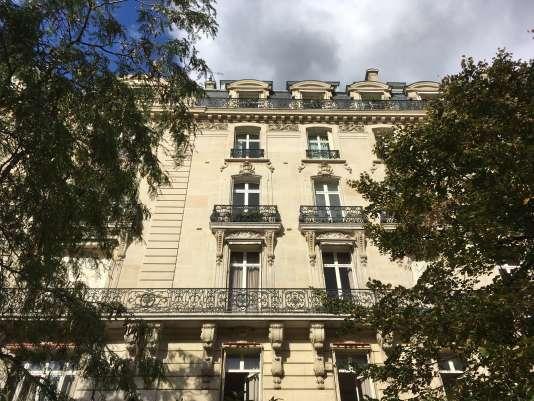 La façade d'un immeuble dans le 16e arrondissement de Paris.
