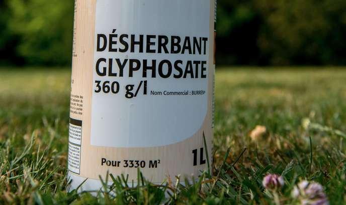 Le glyphosate est un herbicide non sélectif qui entre notamment dans la composition du Roundup de Monsanto et est très critiqué par les défenseurs de l'environnement.