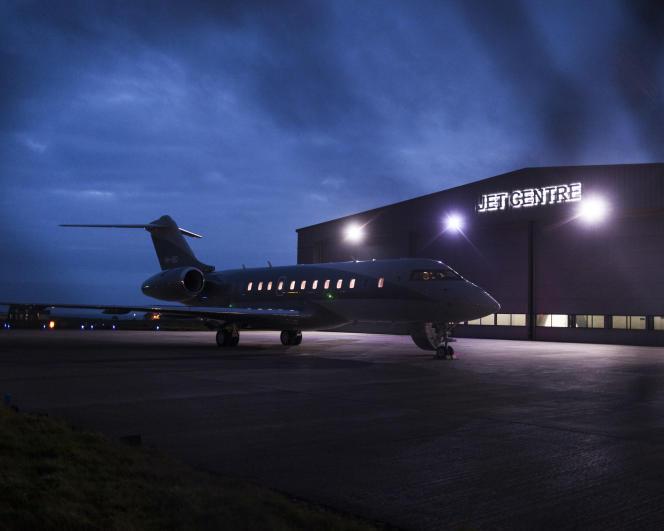 Un jet privé, enregistré à Malte, atterrit à la nuit tombée sur l'île de Man, le 12 octobre 2017.