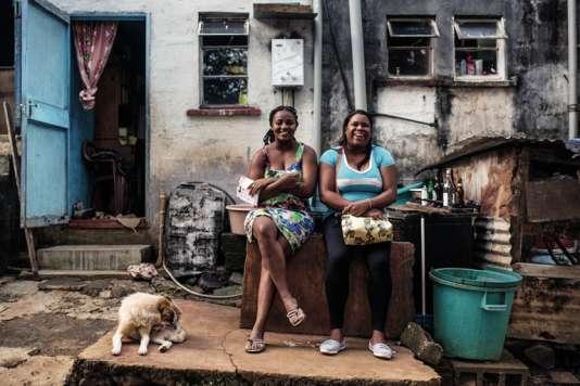 Des habitantes du village de Chamarel.