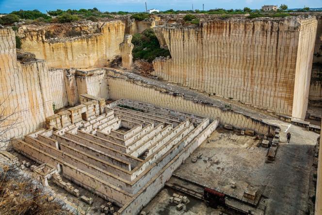 La carrière de Lithica, située dans un jardin botanique, a été partiellement transformée en labyrinthe.