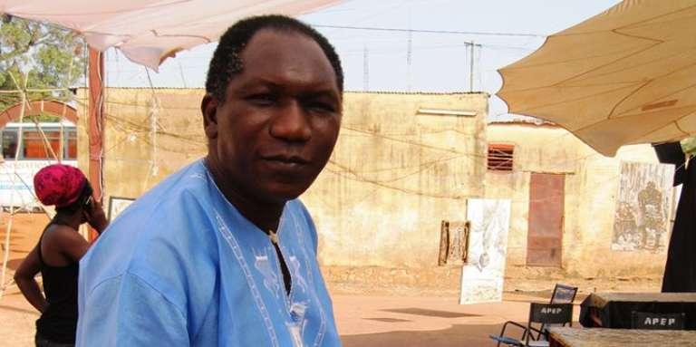 L'auteur, metteur en scène et comédien Adama Traoré à Bamako, au Mali, en 2017.
