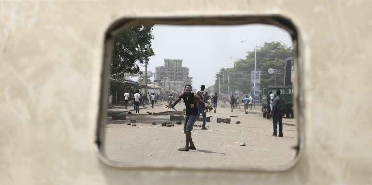 Un protestataire à Lomé, au Togo, le 18octobre 2017.