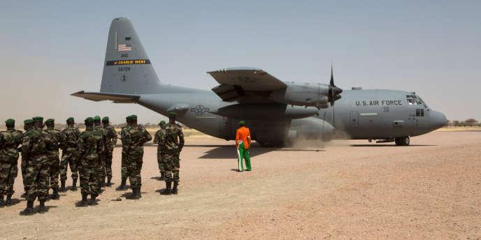 Un avion de l'US Air Force atterrit à Diffa, au Niger, lors d'un exercice militaire conjoint, en mars 2014.