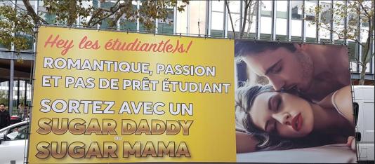 Panneau publicitaire vantant un site de« sugar daddies », mardi 24 octobre devant l'université Pierre-et-Marie-Curie, à Paris.